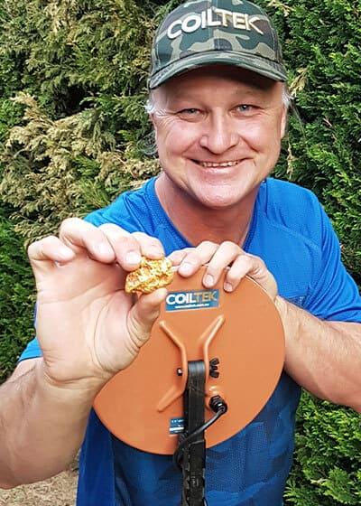 Rick-holding-11goldextreme-goldnugget